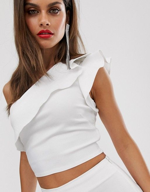 off shoulder with frill outfit. Casual Womens Fashion and Womens Cool Trending Clothes, Dresses. #womensfashion #womensdress #summeroutfit #casualoutfit